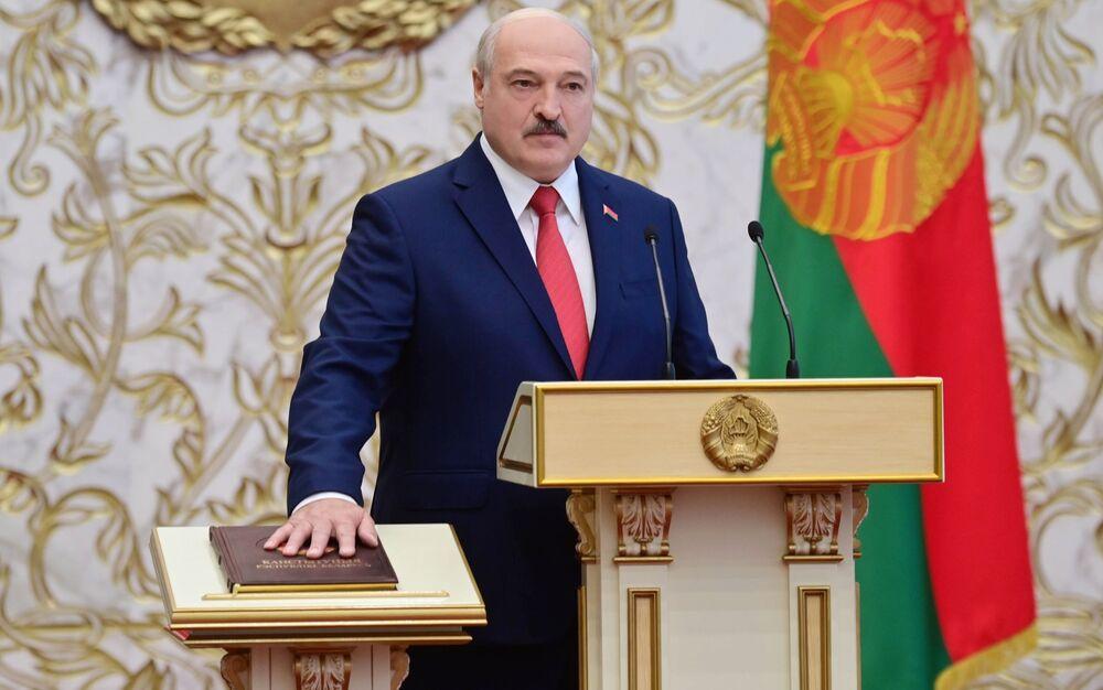 Il presidente della Bielorussia Alexander Lukashenko durante la cerimonia di insediamento a Minsk