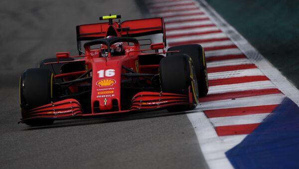 La Ferrari di Charles Leclerc in pista a Sochi - Sputnik Italia