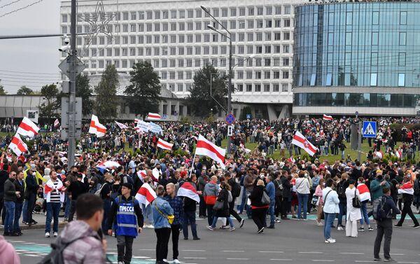 Il corteo dell'opposizione a Minsk - Sputnik Italia