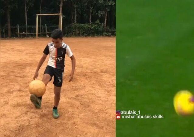 Bambino indiano emula il palleggio di Cristiano Ronaldo alla perfezione