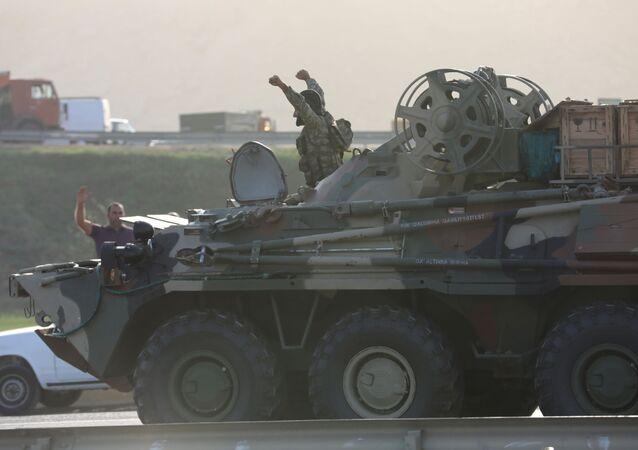 Un militare dell'esercito dell'Azerbaigian a Baku