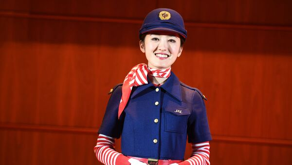 Una hostess di Japan Airlines - Sputnik Italia