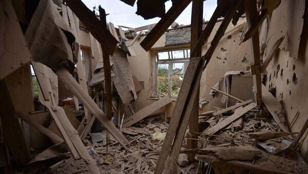 Una casa distrutta nel Nagorno-Karabakh - Sputnik Italia