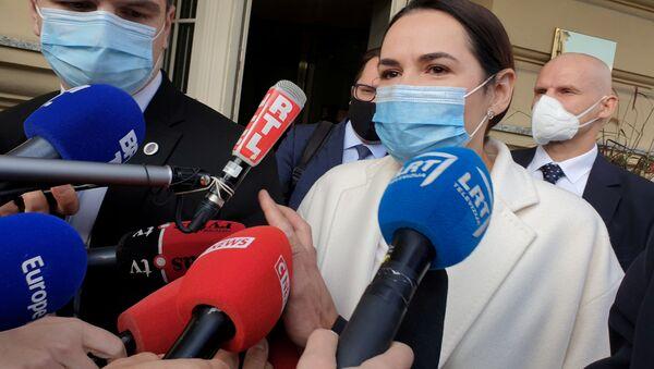 Svetlana Tikhanovskaya dopo l'incontro con Emmanuel Macron a Vilnius - Sputnik Italia