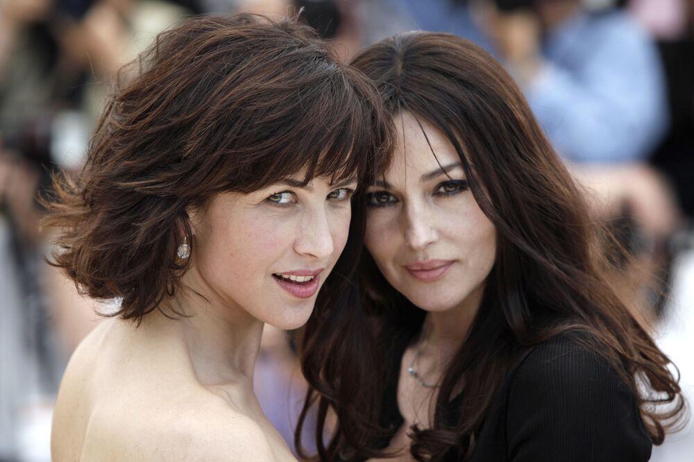L'attrice italiana Monica Bellucci e l'attrice francese Sophie Marceau durante il Festival di Cannes