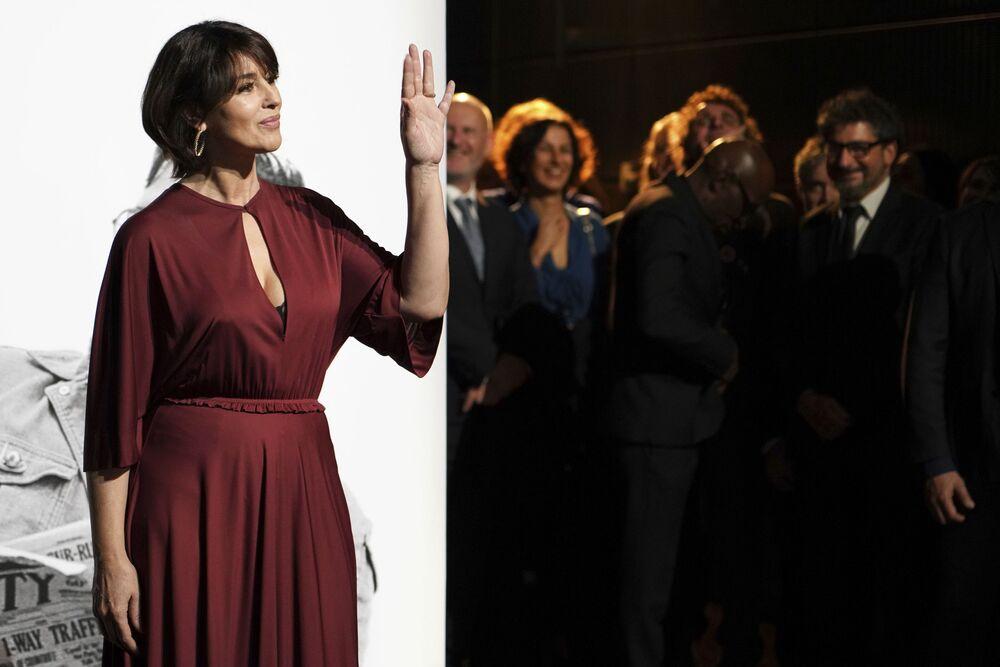 L'attrice italiana Monica Bellucci diurante la cerimonia Lumiere Award in Francia