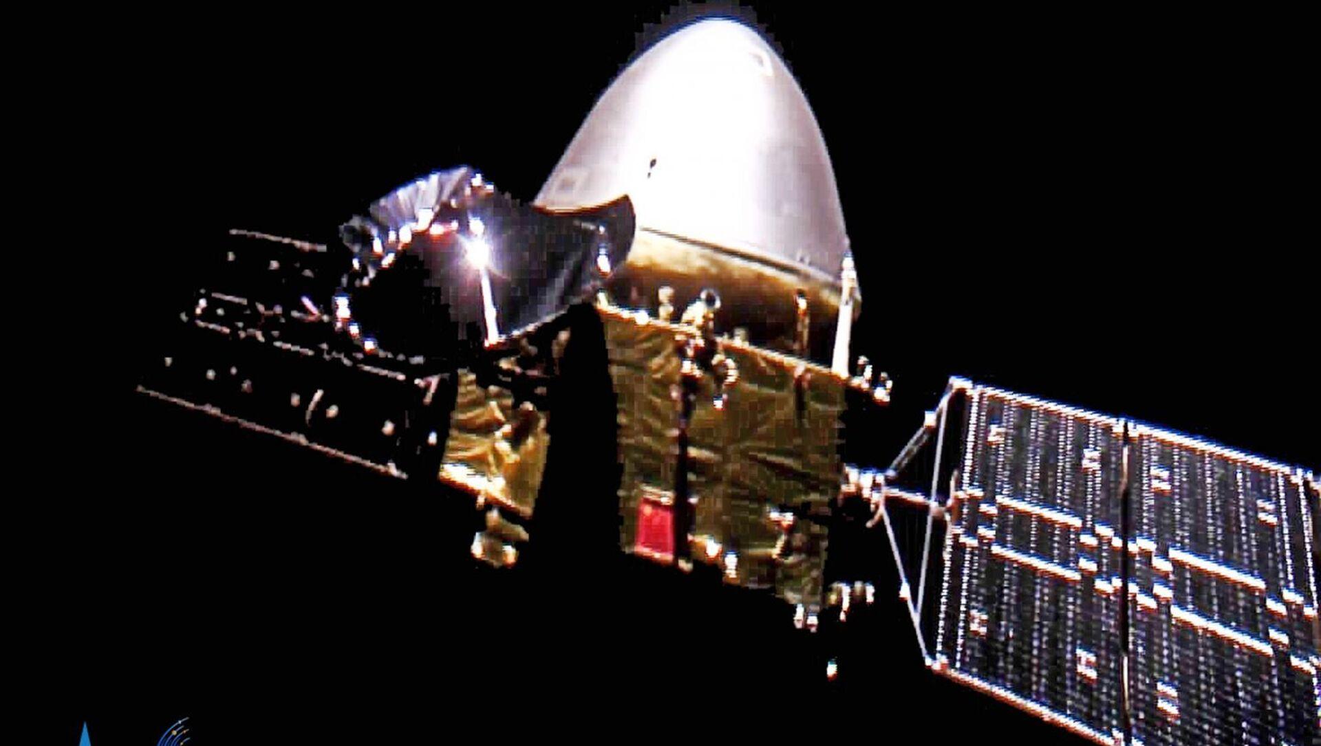 Giovedì la  China National Space Administration ha pubblicato le immagini della sua prima sonda marziana, Tianwen-1, che sono state realizzate dalla stessa navicella in rotta verso il Pianeta Rosso. - Sputnik Italia, 1920, 15.05.2021