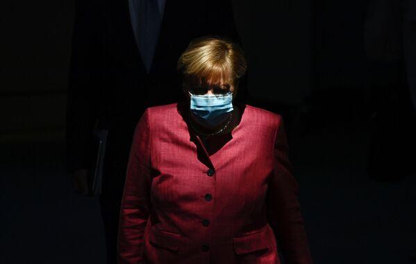 La cancelliera tedesca Angela Merkel arriva al Bundestag, il 30 settembre 2020 - Sputnik Italia