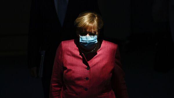 Канцлер Германии Ангела Меркель в защитной маске - Sputnik Italia