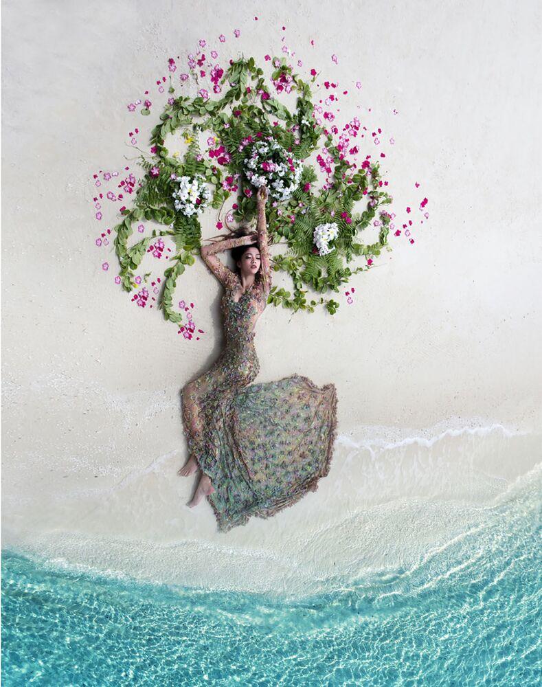 La foto La sposa tropicale del fotografo Mohamed Azmeel che è stata vincitrice nella categoria Le nozze del concorso Drone Photo Awards 2020