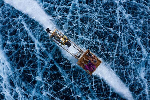 La foto Terra ghiacciata dellа fotografa Alessandra Meniconzi che è stata vincitrice nella categoria La gente del concorso Drone Photo Awards 2020 - Sputnik Italia
