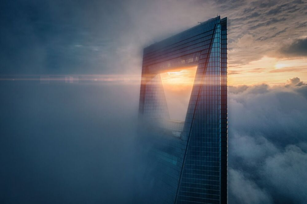 La foto Alba sulla cima del fotografo Rex Zou stimata nella categoria Urban del conorso Drone Photo Awards 2020