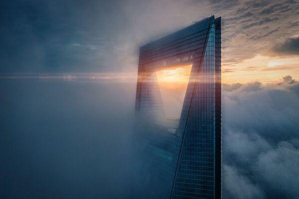 La foto Alba sulla cima del fotografo Rex Zou stimata nella categoria Urban del conorso Drone Photo Awards 2020 - Sputnik Italia