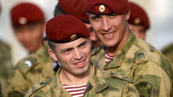 Испытания на право ношения крапового берета в Татарстане - Sputnik Italia