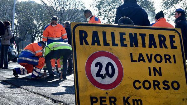 Detenuti impiegati per i lavori di manutenzione e pulizia delle strade - Sputnik Italia