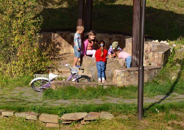 Bambini al parco - coronavirus in Russia, ottobre