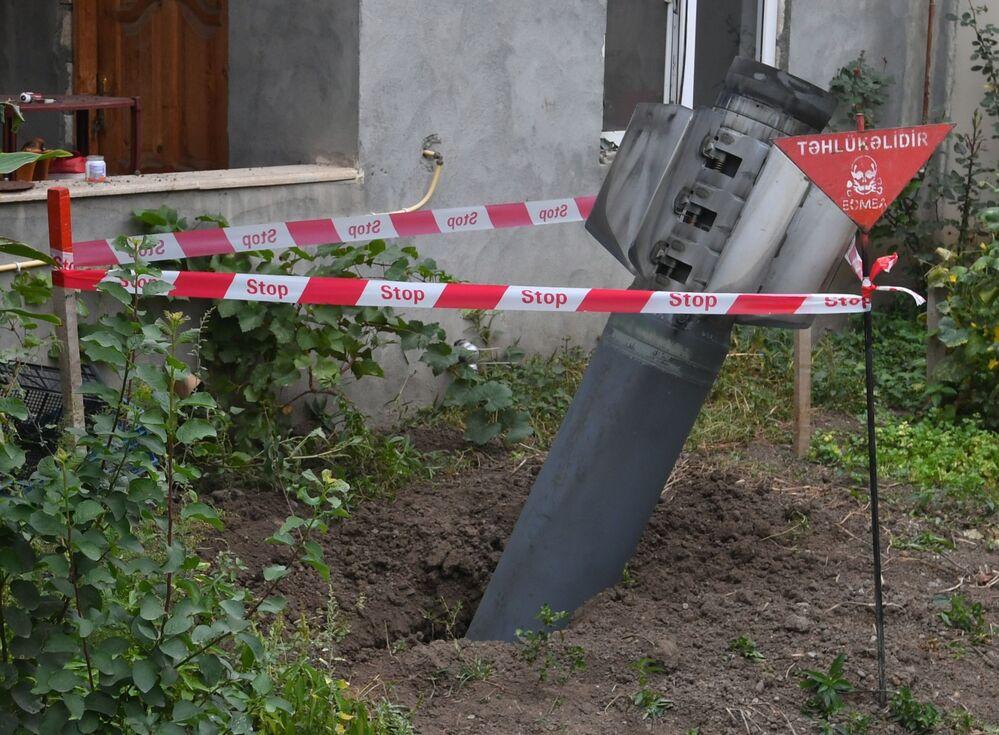 Razzo inesploso nel cortile di un edificio residenziale nella città di Ganja