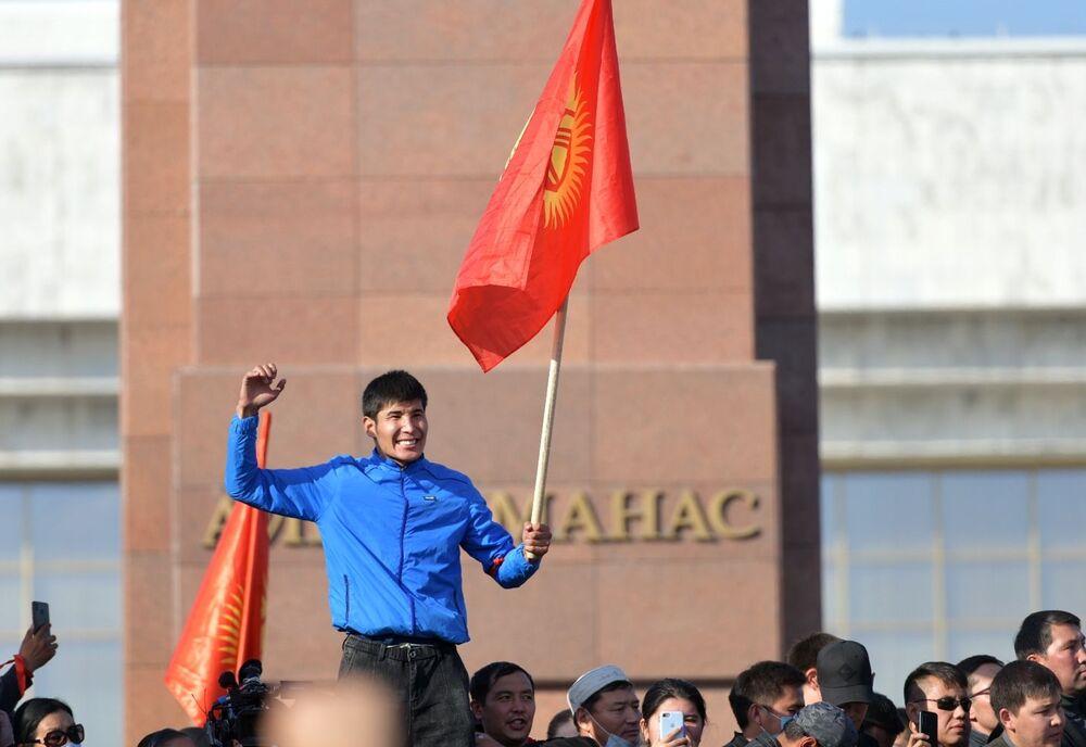 Nella capitale del Kirghizistan sono scoppiate delle proteste in seguito all'annuncio dei risultati delle elezioni parlamentari, tenutesi nella giornata di domenica