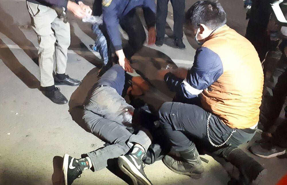 Almeno 120 persone sono state ricoverate a Bishkek, capitale del Kirghizistan, dopo gli scontri tra la polizia e i manifestanti