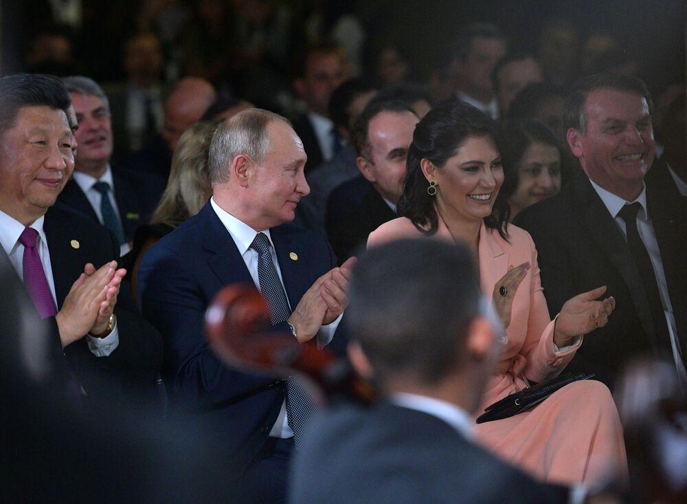 Vladimir Putin a un concerto per i leader dei paesi partecipanti BRICS in Brasile