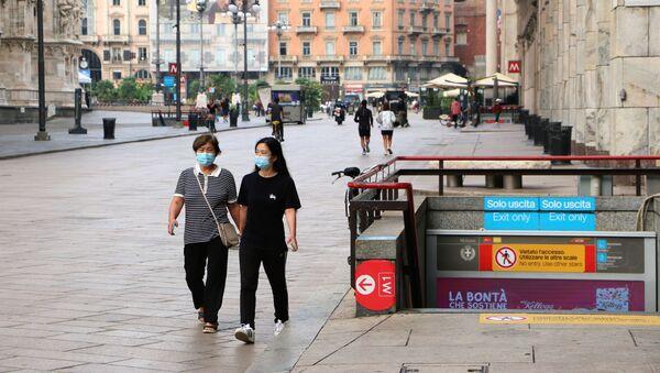 Coronavirus, le persone nelle mascherine protettive in Italia - Sputnik Italia