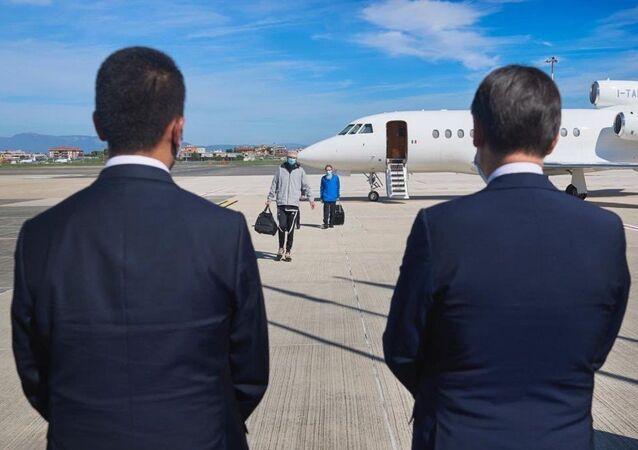Atterrati a Roma i due ostaggi italiani liberati in Mali