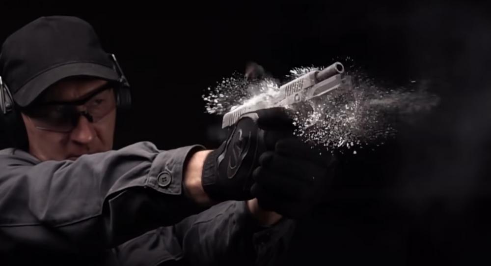 Kalashnikov muestra al detalle la nueva pistola que usarán los policías rusos