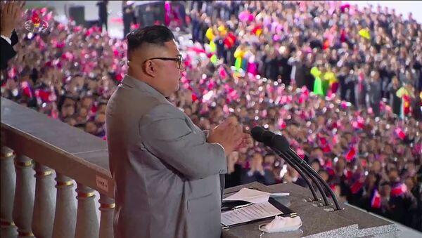 Kim Jong-un alla parata celebrativa in onore del 75° anniversario della fondazione del Partito dei Lavoratori di Corea - Sputnik Italia
