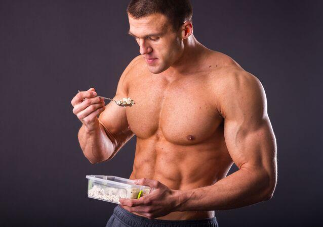 Uomo con musculi
