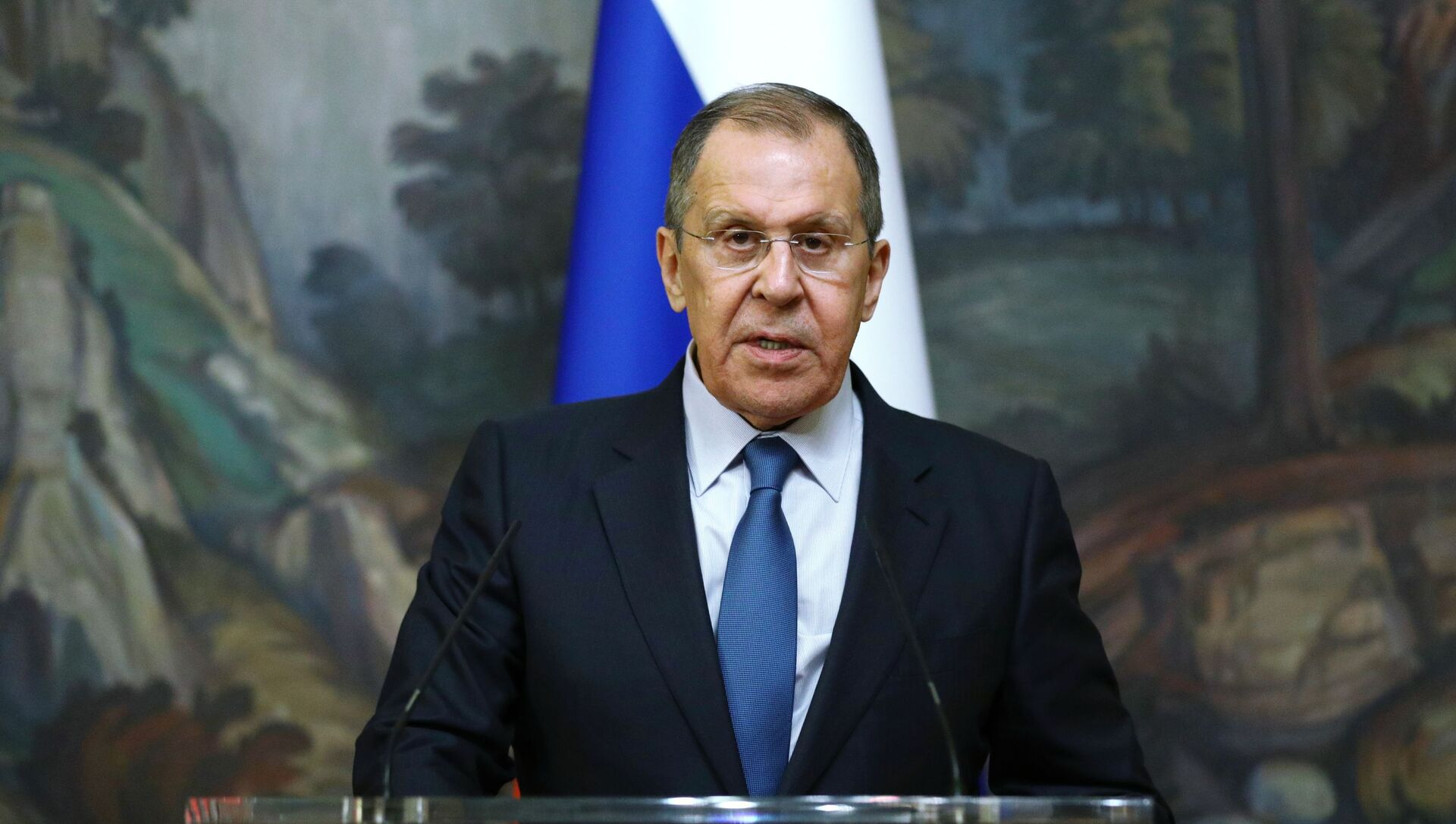 Russian Foreign Minister Sergey Lavrov delivers a joint statement after trilateral talks between Russia, Armenia and Azerbaijan over Nagorno-Karabakh ceasefire, 10 October 2020 - Sputnik Italia, 1920, 27.04.2021