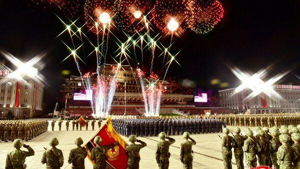 Fuochi d'artificio per il 75 ° anniversario della parata militare del Partito dei Lavoratori della Corea del Nord - Sputnik Italia
