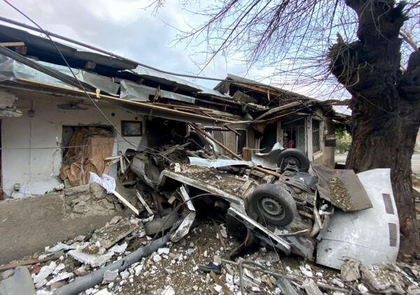 Una casa a Stepanakert distrutta dai bombardamenti. - Sputnik Italia