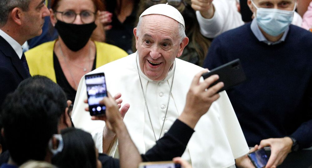 Papa Francesco apre alla tutela legale della coppie omosessuali