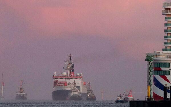 È rientrata nel porto di Bremerhaven, in Germania, la nave Polarstern dell'istituto tedesco Alfred Wegener con a bordo la più grande missione scientifica inviata al Polo nord - Sputnik Italia