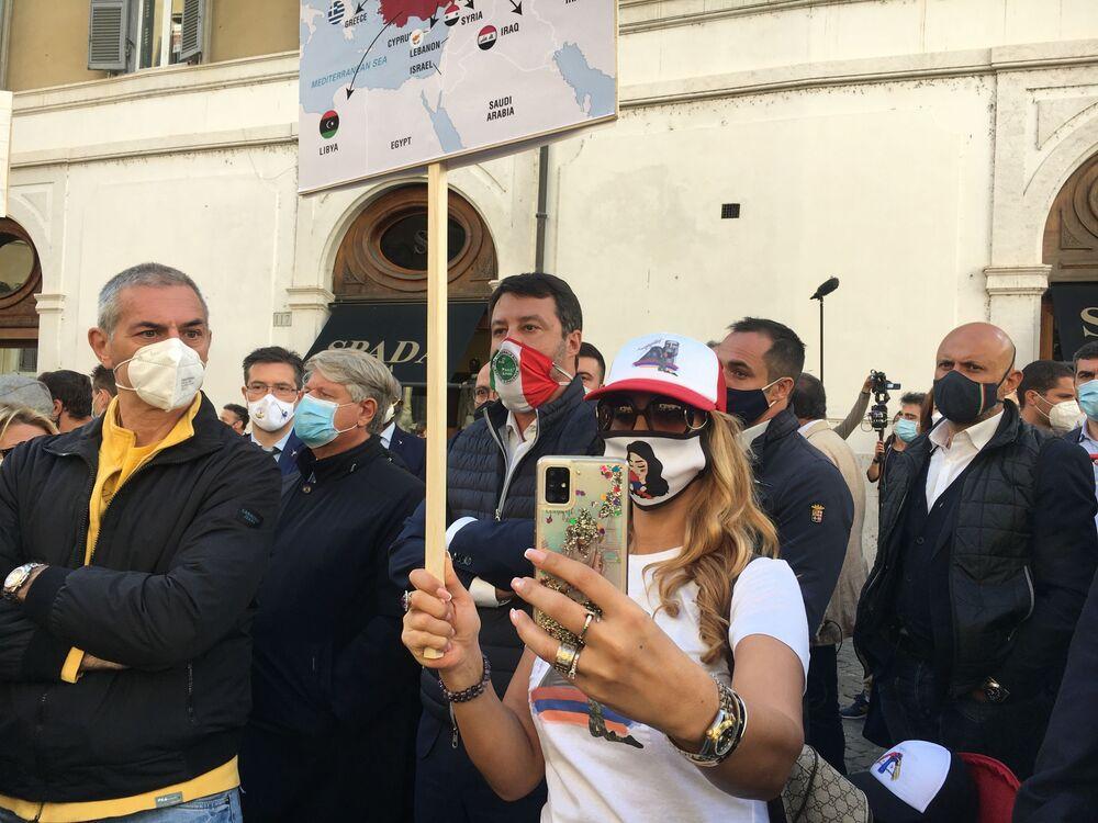 Matteo Salvini tra i partecipanti al sit in per la Pace e per la condanna delle agressioni contro l'Artsakh e l'Armenia