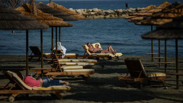 Su una spiaggia di Cipro - Sputnik Italia