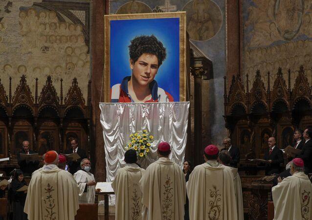 Beatificato Carlo Acutis, il primo santo dei millennials: la Chiesa potrebbe proclamarlo patrono di Internet.