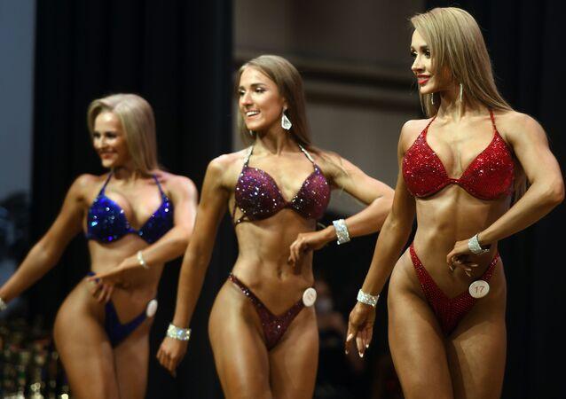 Partecipanti al campionato di bodybuilding a Kazan, Russia