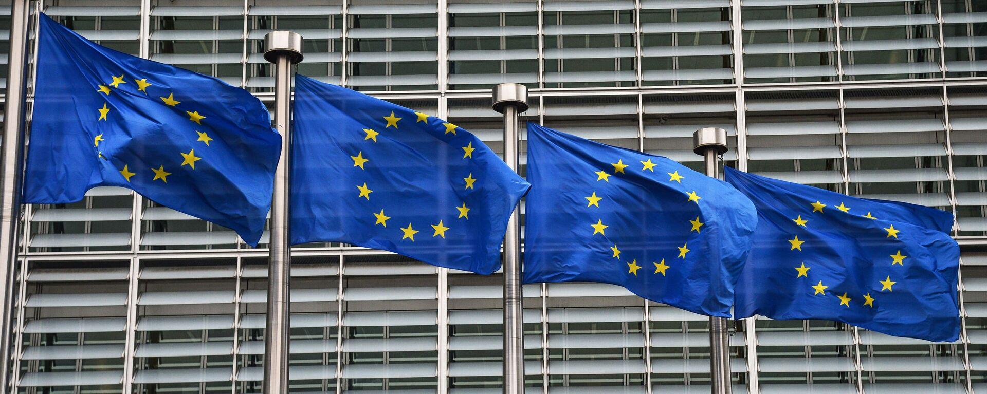 Bandiere dell'UE a Bruxelles - Sputnik Italia, 1920, 10.02.2021