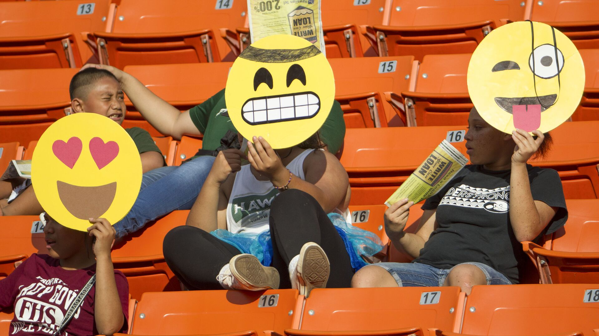 Tifosi con emoji sugli spalti a Honolulu - Sputnik Italia, 1920, 05.08.2021