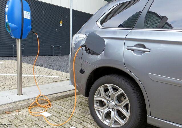 Auto elettrica cinese