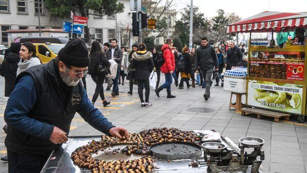 Istanbul, frittelle di castagne   - Sputnik Italia