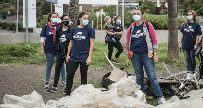 Giornata nazionale raccolta plastica, volontari  Plastic Free a Catania