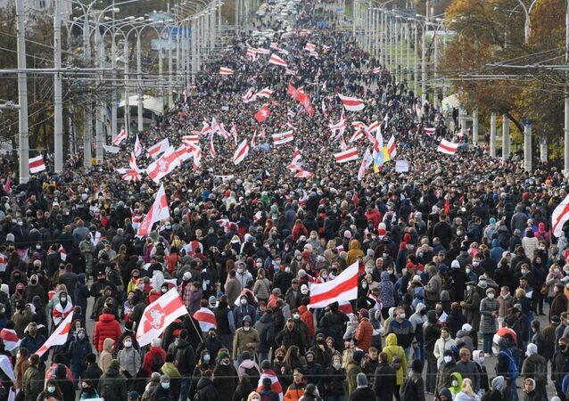 Partecipanti alla protesta a Minsk