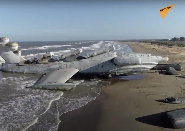 Russia: ekranoplano Monster dell'epoca sovietica abbandonato sulla costa del Mar Caspio