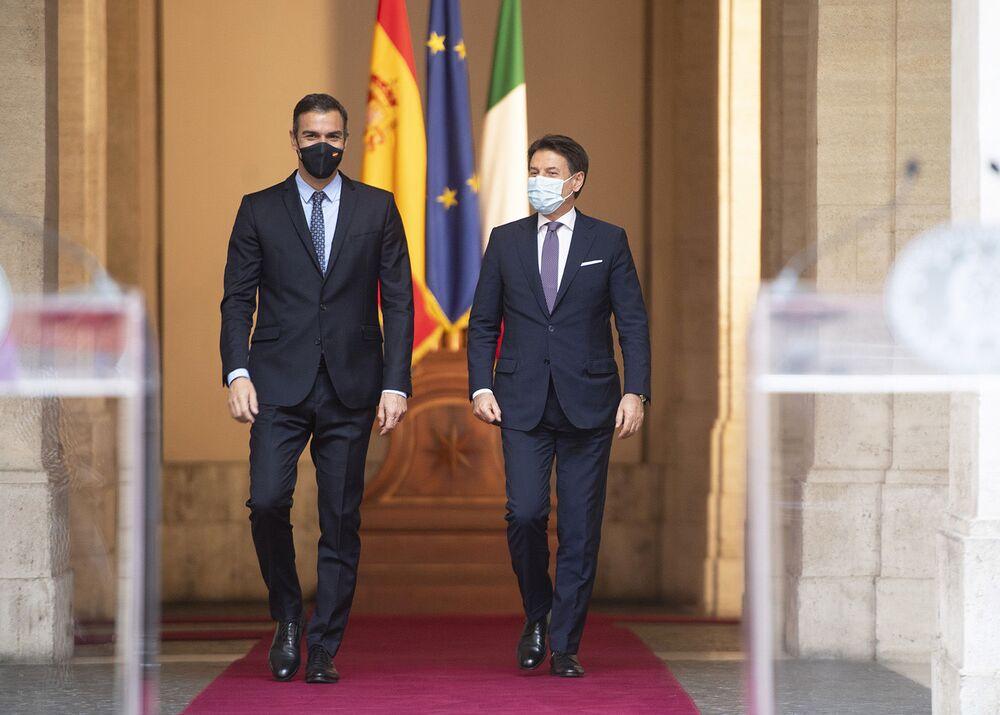 Palazzo Chigi, 20/10/2020 - Il Presidente del Consiglio, Giuseppe Conte, ed il Presidente del Governo di Spagna, Pedro Sánchez, durante la conferenza stampa.
