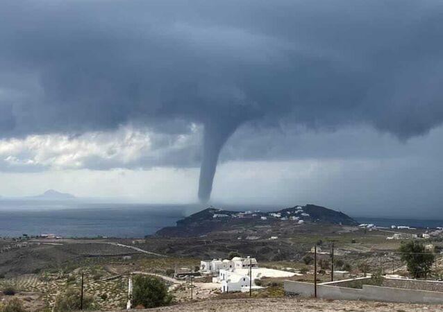 Grecia, tornado a largo di Santorini
