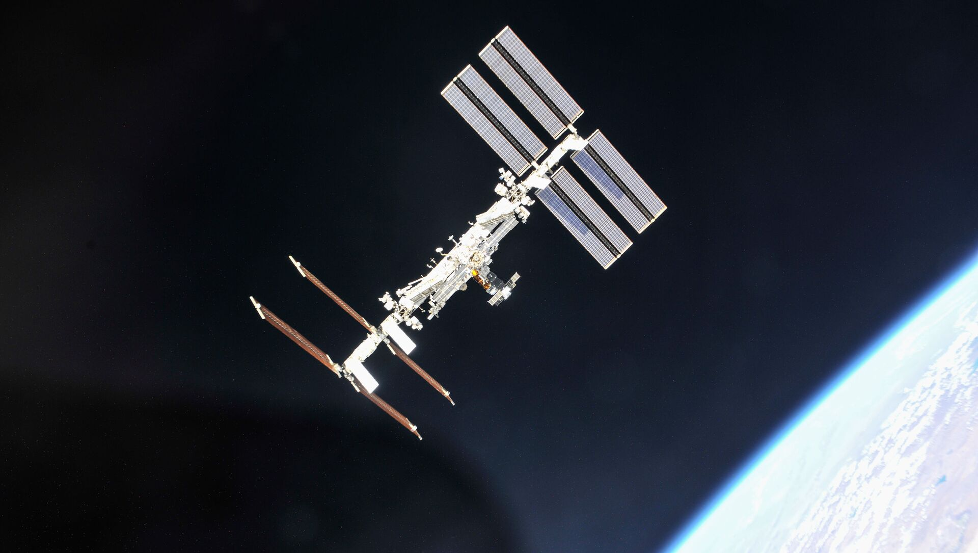 Stazione spaziale internazionale fotografata da una sonda Soyuz  - Sputnik Italia, 1920, 18.05.2021