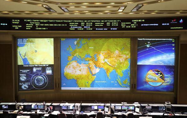 I russi Anatoly Ivanishin e Ivan Vagner e l'astronauta della Nasa Chris Cassidy sono partiti il 17 aprile 2020 a bordo di un veicolo spaziale Soyuz MS-15, per la spedizione numero 63, la più lunga di sempre - Sputnik Italia