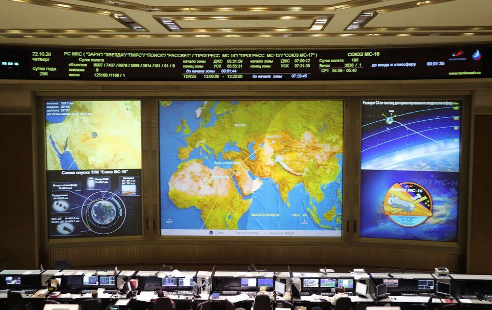 I russi Anatoly Ivanishin e Ivan Vagner e l'astronauta della Nasa Chris Cassidy sono partiti il 17 aprile 2020 a bordo di un veicolo spaziale Soyuz MS-15, per la spedizione numero 63, la più lunga di sempre